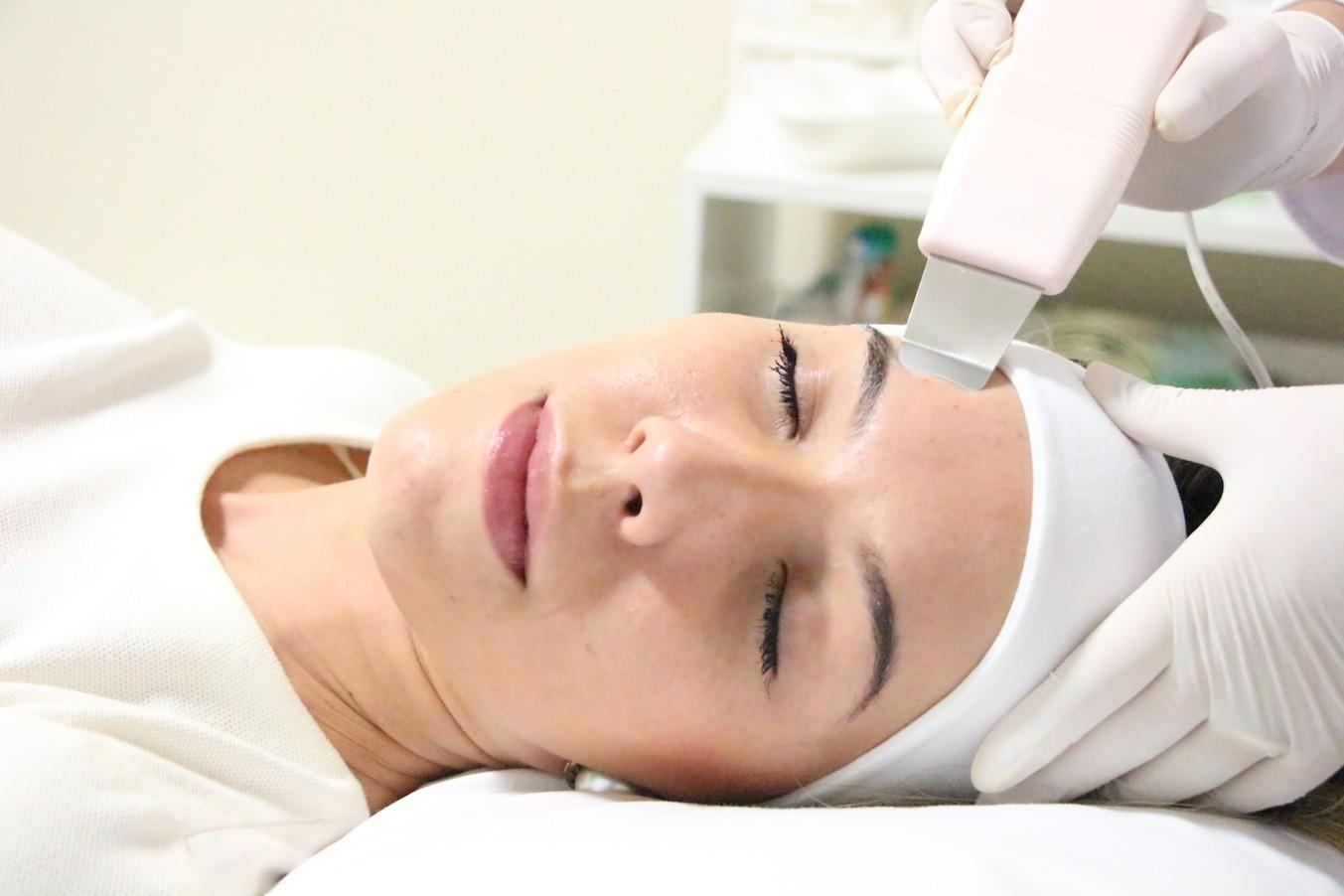 Лучший косметолог косметических процедур для ухода за кожей для всех типов кожи