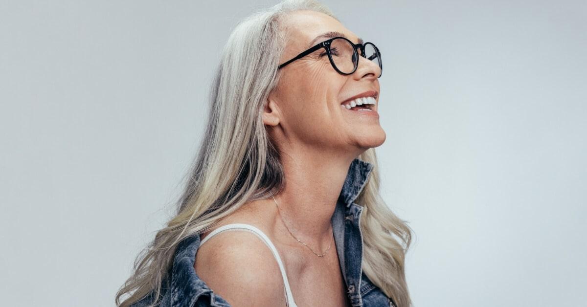 Как выглядеть моложе без операции